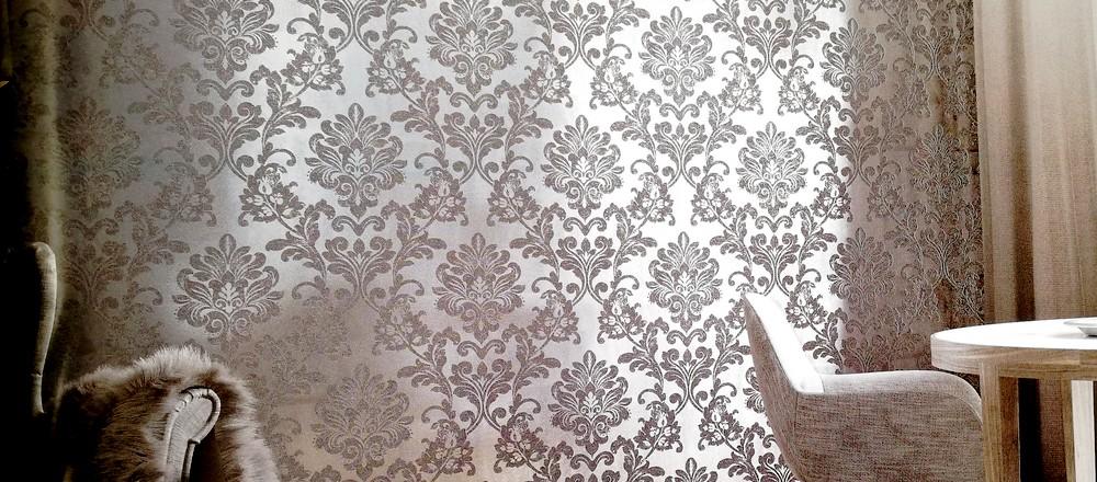 carta da parati bianco nero con fondo argento damasco - Nanni Gianarlo